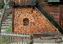 Заготовка дров с креативным подходом